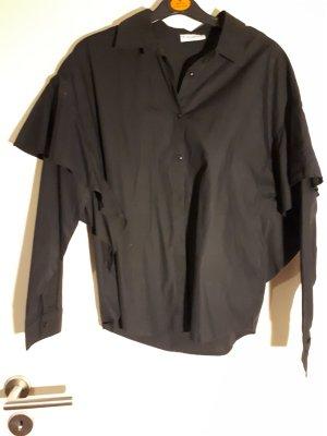 schwarzes Hemd mit Volant am Ärmel