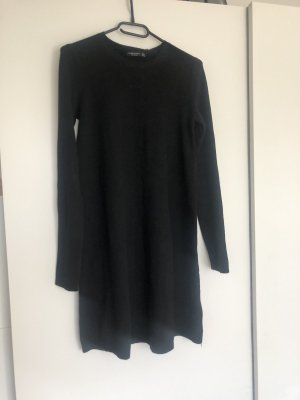 Schwarzes Kleid aus bershka