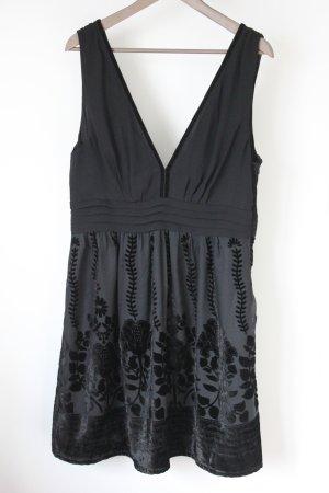 Schwarzes Kleid aus Chiffon