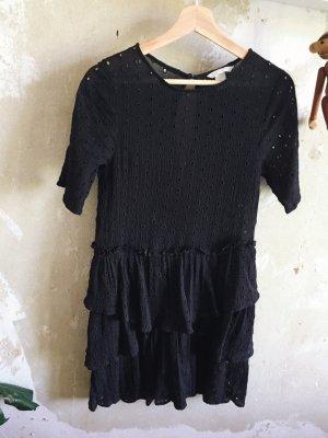 Schwarzes Kleid aus Lochspitze von H&M