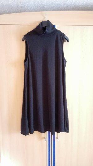 Schwarzes Kleid aus Rippenstrick mit Rollkragen Größe 38 M Missguided