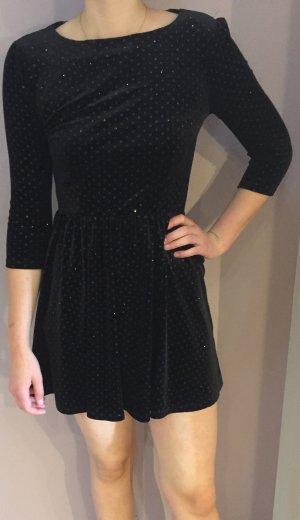 Schwarzes Kleid aus samt