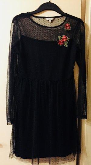 Schwarzes Kleid aus Spitze mit Patch