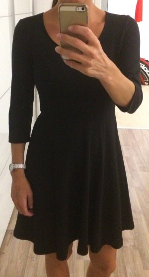 Schwarzes Kleid aus Sweatshirt Stoff von Laura Scott