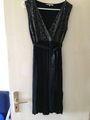 Schwarzes Kleid by Anna Field