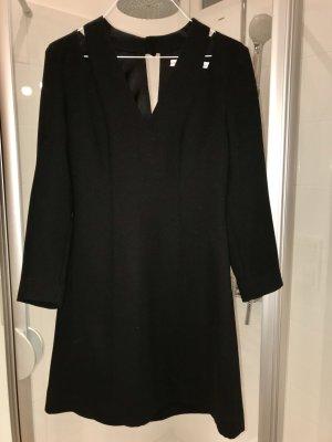 Schwarzes Kleid Details 34