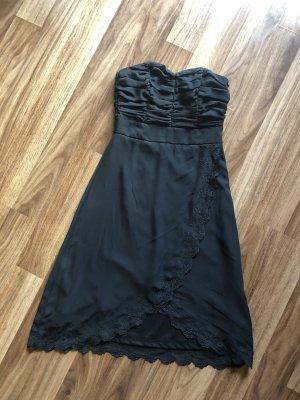Schwarzes Kleid dress Abschlussball