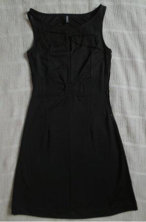 Schwarzes Kleid für alle Fälle