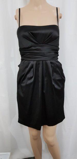 schwarzes kleid glänzend