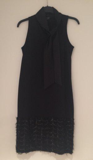 schwarzes Kleid im Charlestonstil