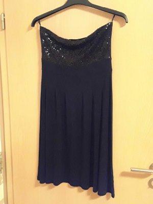 schwarzes Kleid in der Größe 40