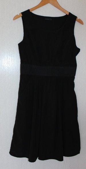 schwarzes Kleid in Größe S