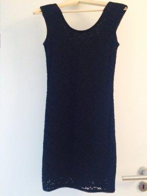 Schwarzes Kleid in Spitzenoptik von Forever21