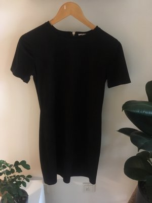 Schwarzes Kleid in Wildlederoptik von zara