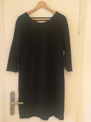 Schwarzes Kleid Langarm mit Rückenausschnitt