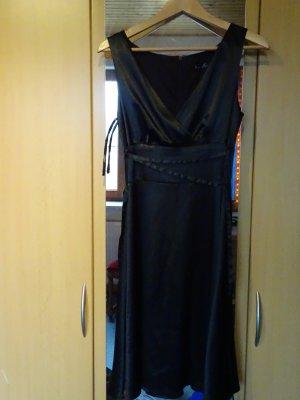 Schwarzes Kleid Laura Scott