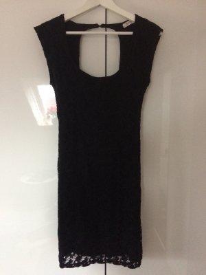 Schwarzes Kleid Minikleid Spitze rückenfrei von Pull&Bear