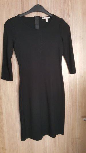 Schwarzes Kleid mit 3/4 Ärmel
