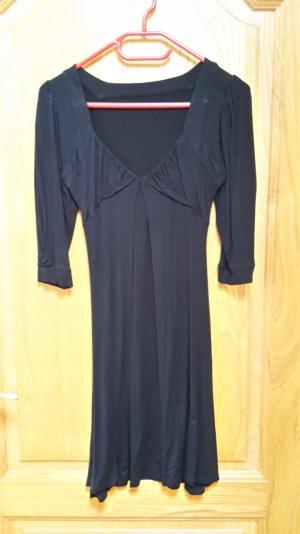 Schwarzes Kleid mit 3/4 Ärmeln