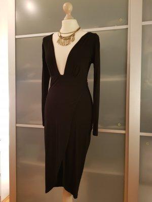 Schwarzes Kleid mit Ärmel