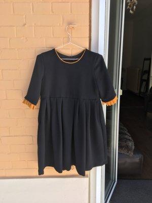 Schwarzes Kleid mit Ärmeln rüschen Antik hängerchen babydoll  Mini minikleid  Vintage Look Retro Falten Rock