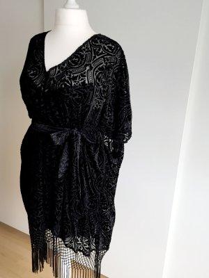 """Schwarzes Kleid mit """"Ausbrenner"""" Spitze und Fransen"""