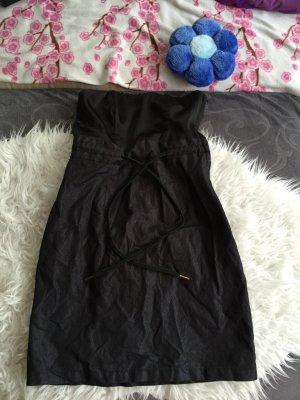 schwarzes Kleid mit bändeln