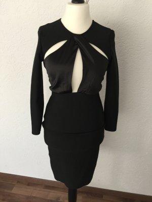 Schwarzes Kleid mit cut out