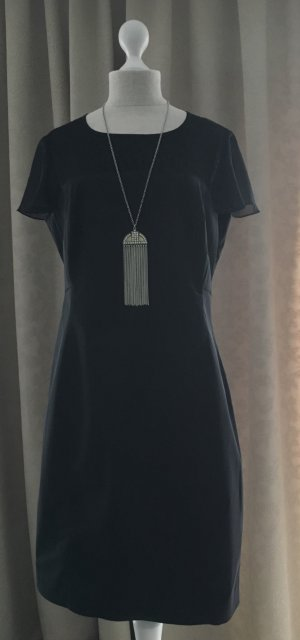 Schwarzes Kleid  mit edler Spitze