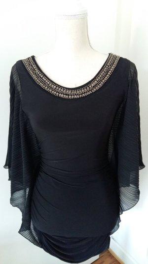 Schwarzes Kleid mit Fledermausärmeln