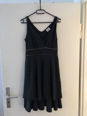 Schwarzes Kleid mit goldenen Detail