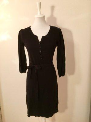 Schwarzes Kleid, mit Gürtel (38)