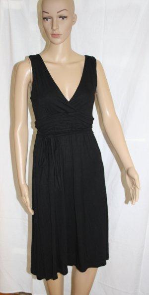 schwarzes Kleid mit Gürtel für jeden Anlass