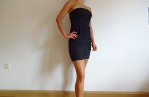 schwarzes Kleid mit Lochmuster // OGE
