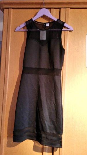 Schwarzes Kleid mit Mesh