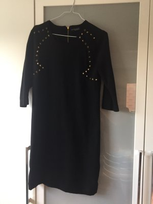 Schwarzes Kleid mit Nieten