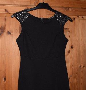 Schwarzes Kleid mit Pailletenapplikation