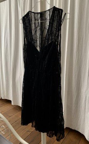 Schwarzes Kleid mit Pailletten