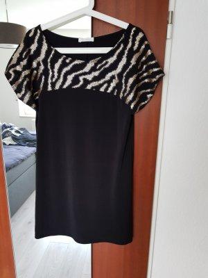Schwarzes Kleid mit Paillettenverzierung