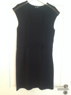 Schwarzes Kleid mit Reisverschlüssen