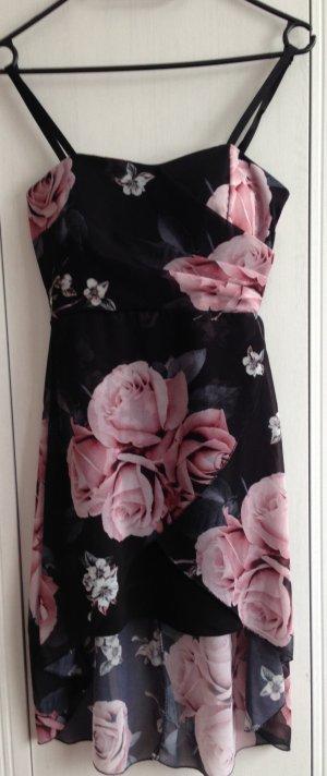 schwarzes Kleid mit Rosen