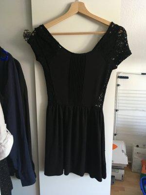 Schwarzes Kleid mit Rückenteil aus Spitze