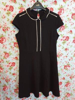 Schwarzes Kleid mit rundem Kragen