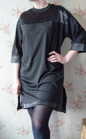schwarzes Kleid mit Satin ähnlichen Stellen