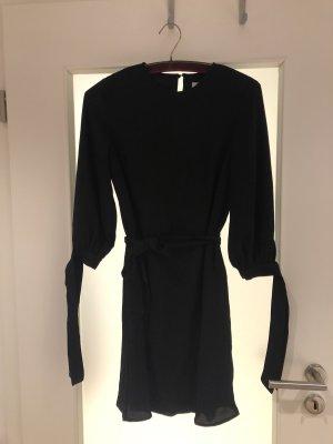 Schwarzes Kleid mit Schleife von EDITED