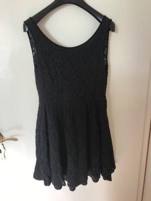Schwarzes Kleid mit schönem Rückenausschnitt
