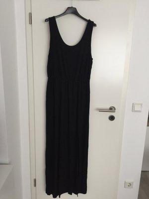 Schwarzes Kleid mit Seitenschlitz