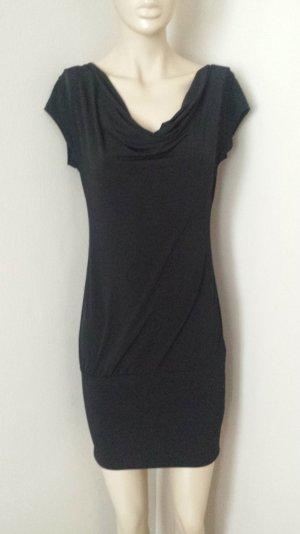Schwarzes Kleid mit sexy Rückenansicht
