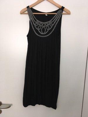 Schwarzes Kleid mit Silberapplikation