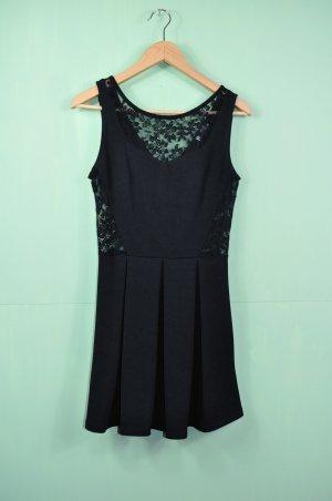 Schwarzes Kleid mit Spitze / Cutouts